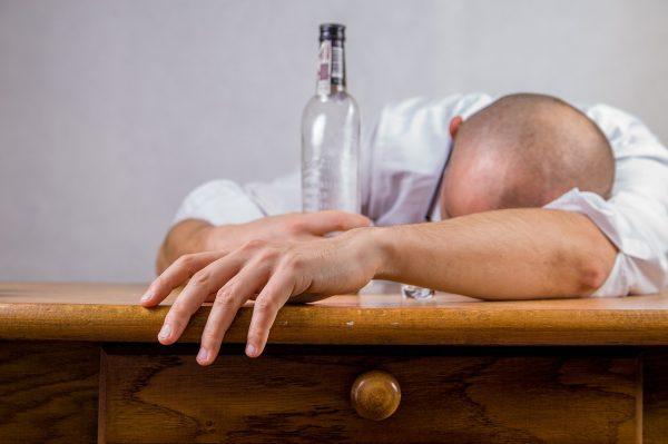 Как облегчить похмелье самостоятельно в домашних условиях
